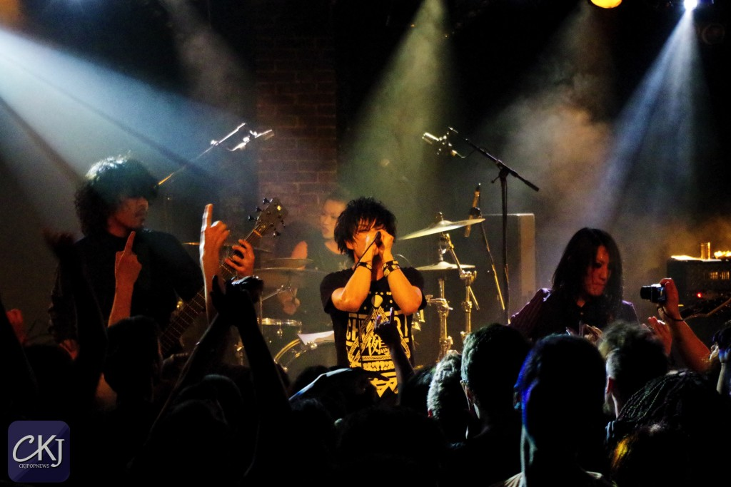 concert_2_ckjpopnews_girugamesh_undercover-slut_chimera_european-tour_paris_la-maroquinerie_farewell_japanese-band_visual-kei_14